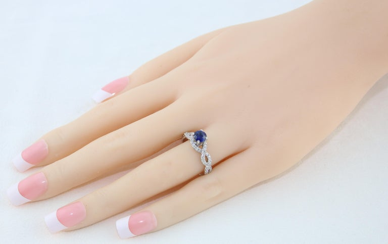 Contemporary AGL Certified 0.88 Carat Round Sapphire Diamond Gold Ring For Sale