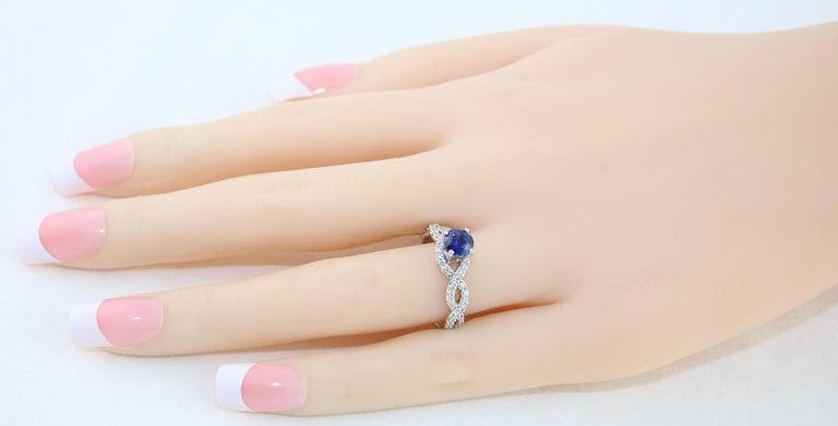 Round Cut AGL Certified 0.88 Carat Round Sapphire Diamond Gold Ring For Sale