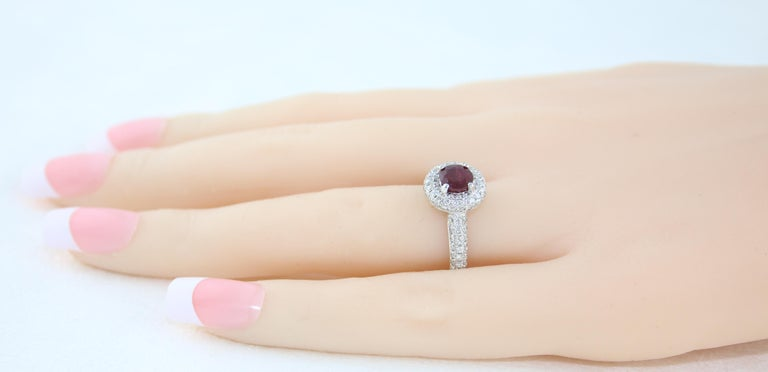 AGL Certified 0.89 Carat Round Ruby Diamond Gold Pave Ring In New Condition For Sale In New York, NY