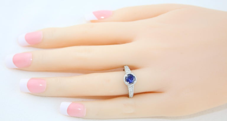 Round Cut AGL Certified 0.91 Carat Round Sapphire Diamond Gold Ring For Sale
