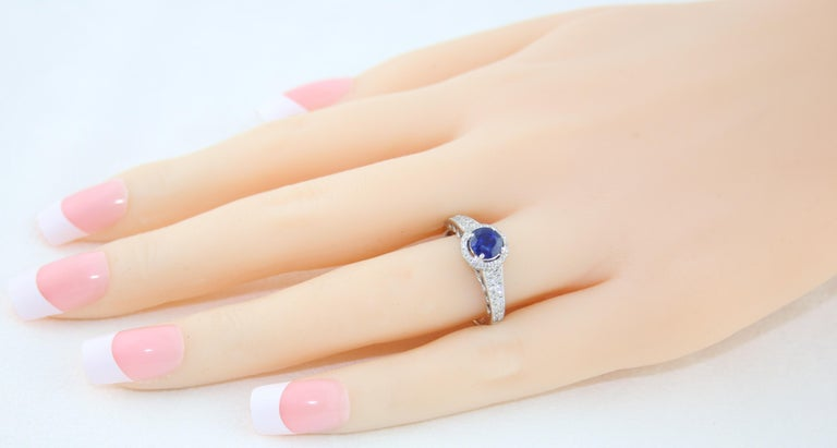 AGL Certified 0.91 Carat Round Sapphire Diamond Gold Ring In New Condition For Sale In New York, NY