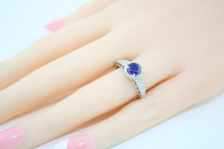 AGL Certified 0.91 Carat Round Sapphire Diamond Gold Ring For Sale 1