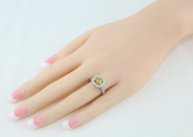 Contemporary AGL Certified 0.92 Carat Round Yellow Sapphire Diamond Gold Ring For Sale