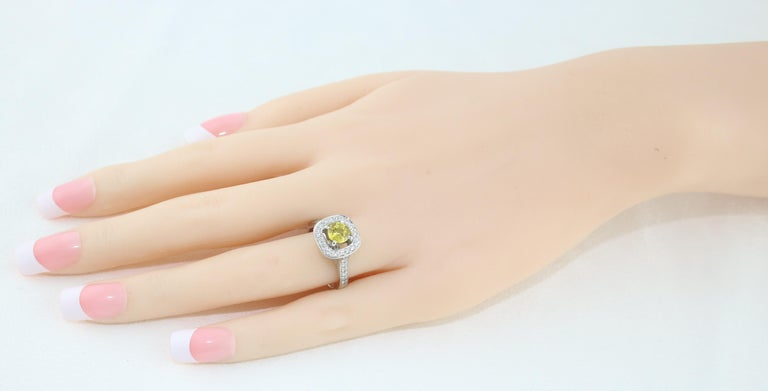 Round Cut AGL Certified 0.92 Carat Round Yellow Sapphire Diamond Gold Ring For Sale