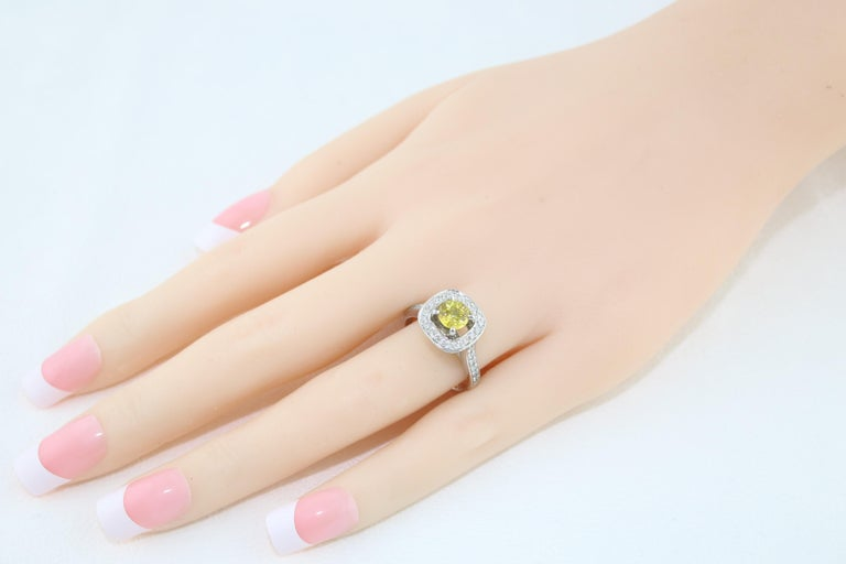 AGL Certified 0.92 Carat Round Yellow Sapphire Diamond Gold Ring In New Condition For Sale In New York, NY