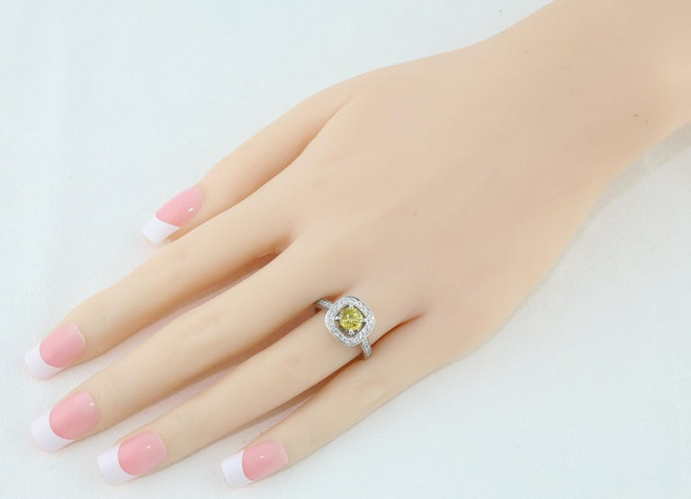 Women's AGL Certified 0.92 Carat Round Yellow Sapphire Diamond Gold Ring For Sale