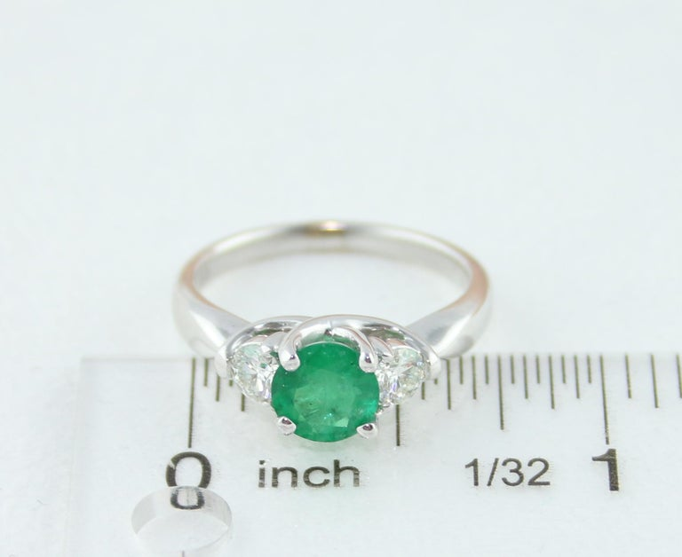 AGL Certified 0.96 Carat Emerald Three-Stone Diamond Gold Ring For Sale 4