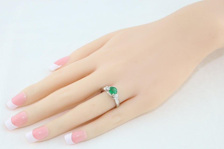 Contemporary AGL Certified 0.96 Carat Emerald Three-Stone Diamond Gold Ring For Sale