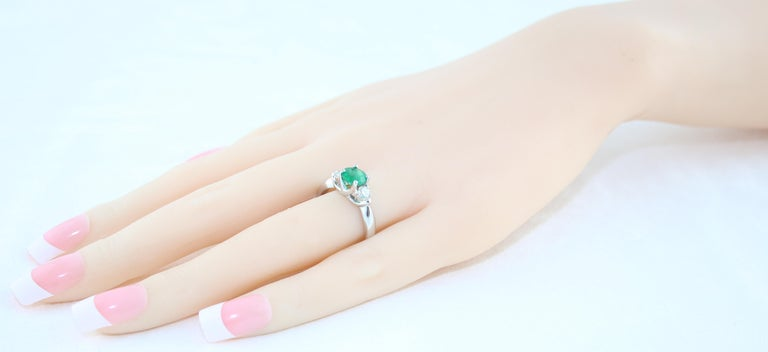 AGL Certified 0.96 Carat Emerald Three-Stone Diamond Gold Ring For Sale 1