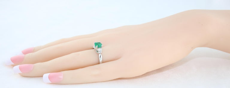 AGL Certified 0.96 Carat Emerald Three-Stone Diamond Gold Ring For Sale 2