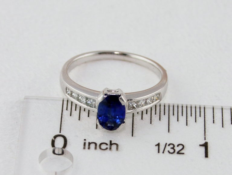 AGL Certified 0.98 Carat Oval Blue Sapphire Diamond Gold Ring For Sale 4