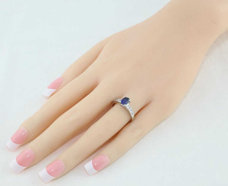 Contemporary AGL Certified 0.98 Carat Oval Blue Sapphire Diamond Gold Ring For Sale