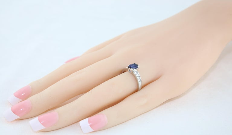 Women's AGL Certified 0.98 Carat Oval Blue Sapphire Diamond Gold Ring For Sale