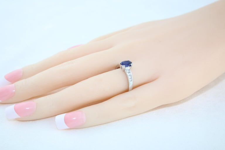 AGL Certified 0.98 Carat Oval Blue Sapphire Diamond Gold Ring For Sale 1