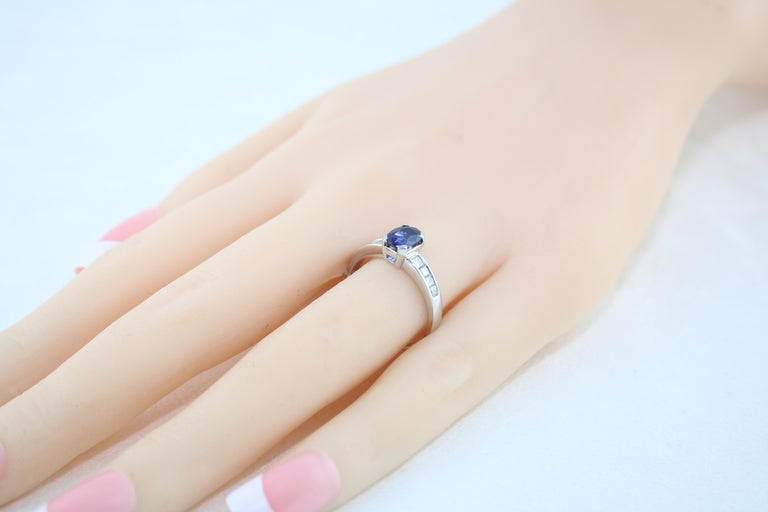 AGL Certified 0.98 Carat Oval Blue Sapphire Diamond Gold Ring For Sale 2