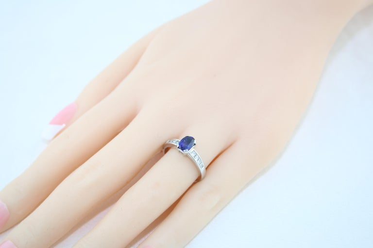 AGL Certified 0.98 Carat Oval Blue Sapphire Diamond Gold Ring For Sale 3