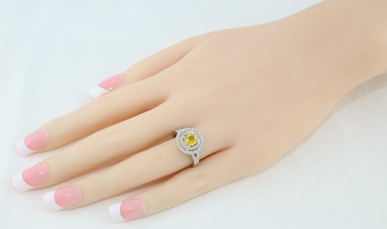 Contemporary AGL Certified 0.98 Carat Round Yellow Sapphire and Diamond Gold Ring For Sale