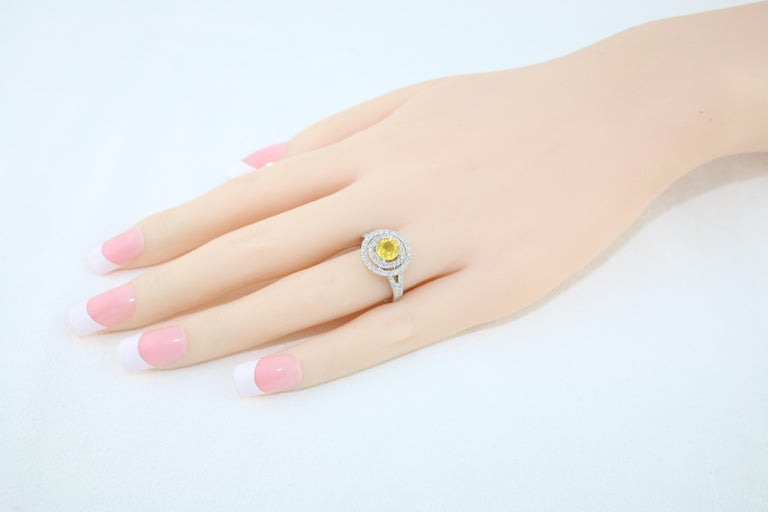 Women's AGL Certified 0.98 Carat Round Yellow Sapphire and Diamond Gold Ring For Sale