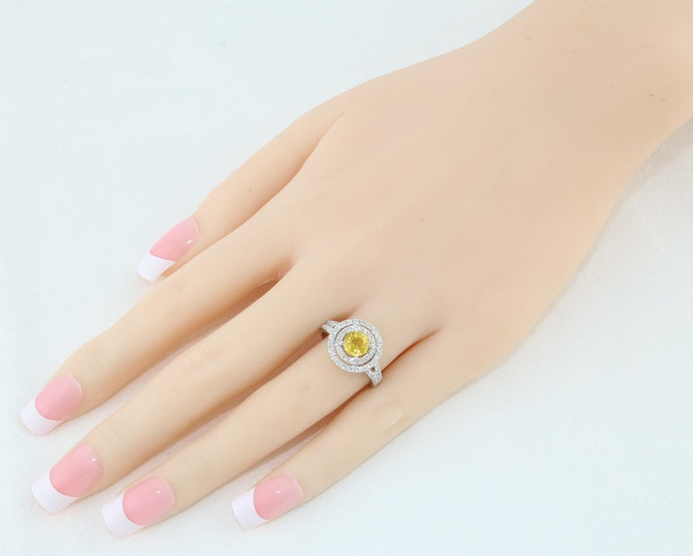 AGL Certified 0.98 Carat Round Yellow Sapphire and Diamond Gold Ring For Sale 1