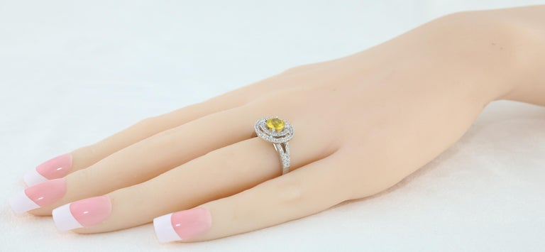 AGL Certified 0.98 Carat Round Yellow Sapphire and Diamond Gold Ring For Sale 2