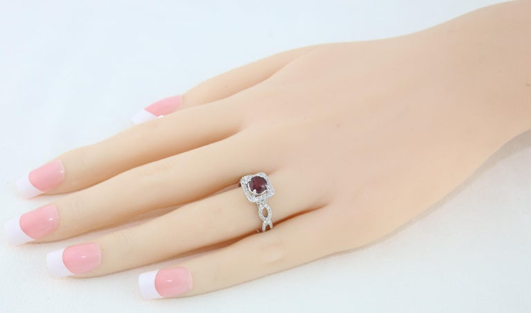 AGL Certified 1.04 Carat Round Ruby Diamond Gold Ring In New Condition For Sale In New York, NY