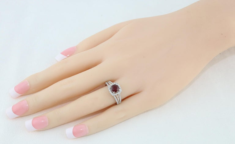 AGL Certified 1.09 Carat Round Ruby Diamond Gold Ring In New Condition For Sale In New York, NY