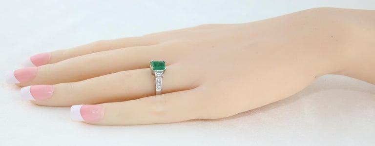 Women's AGL Certified 1.15 Carat Emerald Three-Stone Diamond Gold Ring For Sale