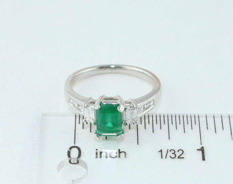AGL Certified 1.15 Carat Emerald Three-Stone Diamond Gold Ring For Sale 1