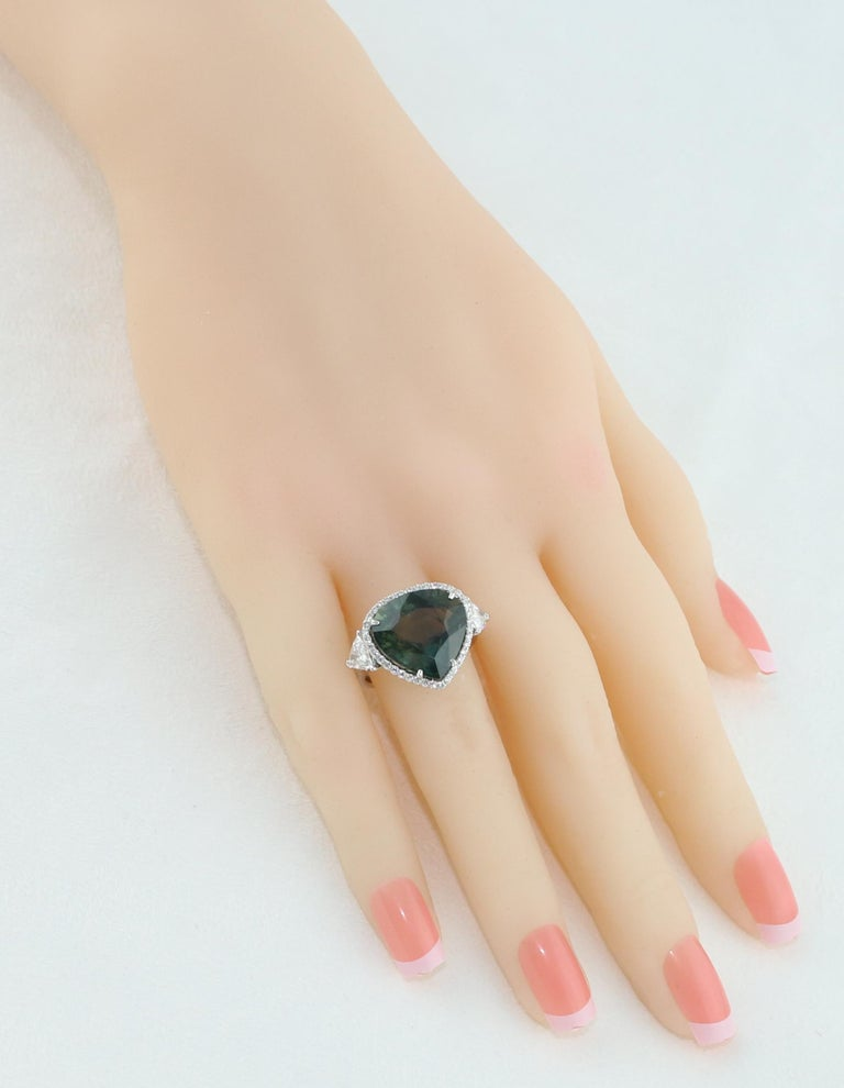 AGL Certified 11.61 Carat No Heat Bluish Green Sapphire Diamond Ring In New Condition For Sale In New York, NY