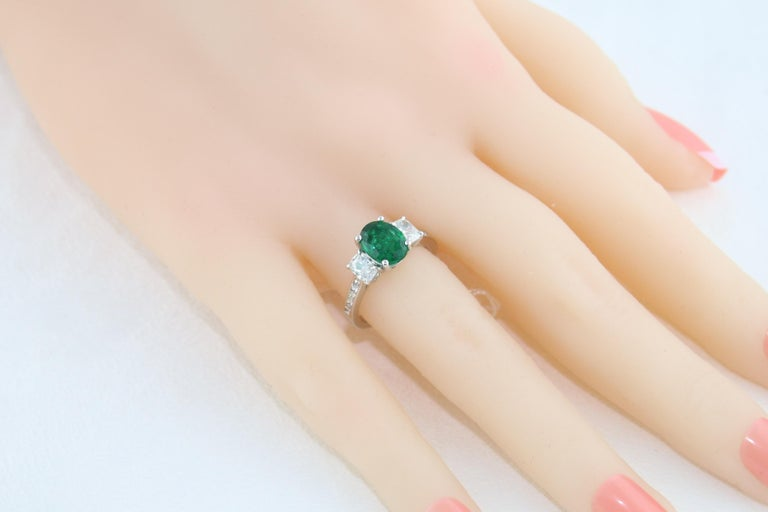 AGL Certified 1.55 Carat Oval Emerald Three-Stone Diamond Gold Ring For Sale 1