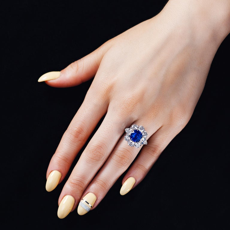 AGL Certified 1.96 Carat Kashmir Sapphire Platinum Diamond Micro Pave Ring In New Condition For Sale In New York, NY