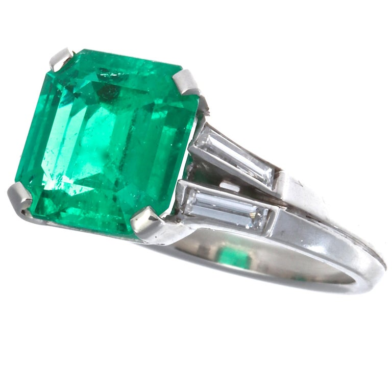 Retro AGL Certified 2.60 Carat Columbian Emerald Gubelin Platinum Ring For Sale