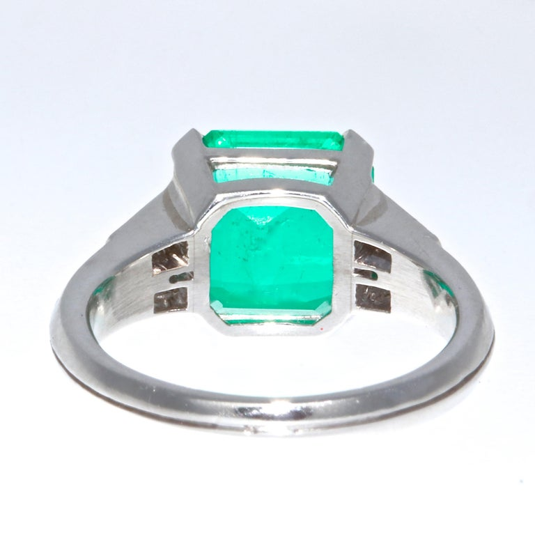 Emerald Cut AGL Certified 2.60 Carat Columbian Emerald Gubelin Platinum Ring For Sale