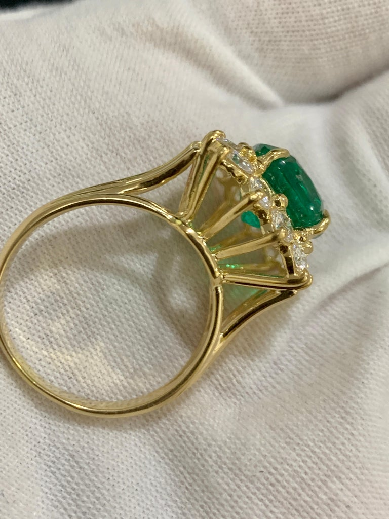 AGL Certified 4.2 Carat Cushion Cut Colombian Emerald & Diamond Ring 18K Y Gold For Sale 6