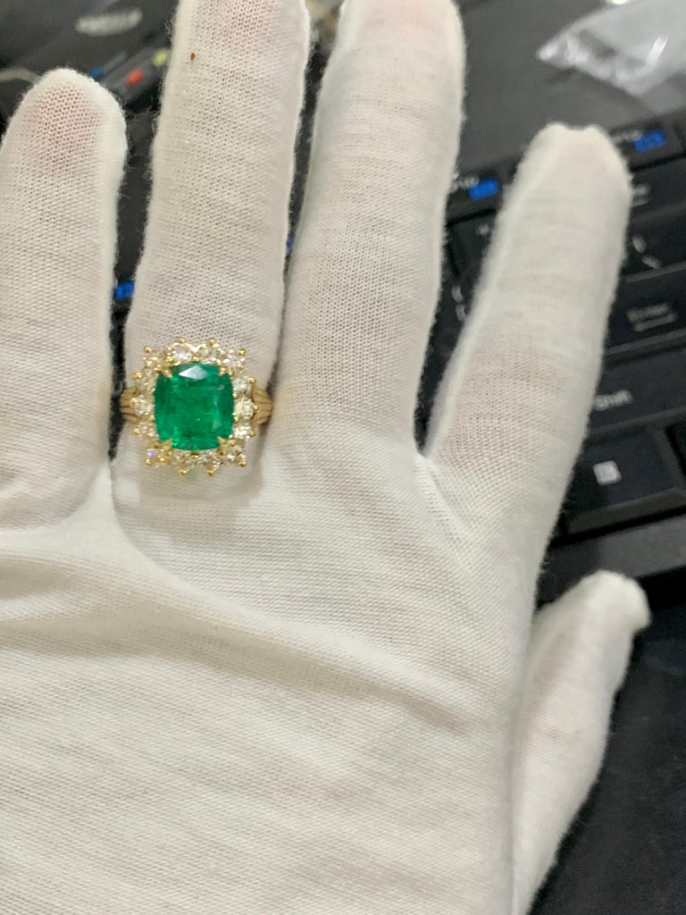 AGL Certified 4.2 Carat Cushion Cut Colombian Emerald & Diamond Ring 18K Y Gold For Sale 9