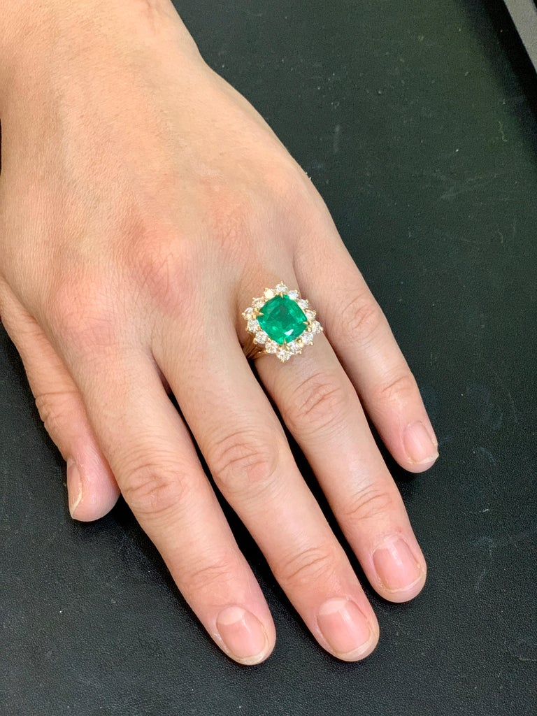 AGL Certified 4.2 Carat Cushion Cut Colombian Emerald & Diamond Ring 18K Y Gold For Sale 4
