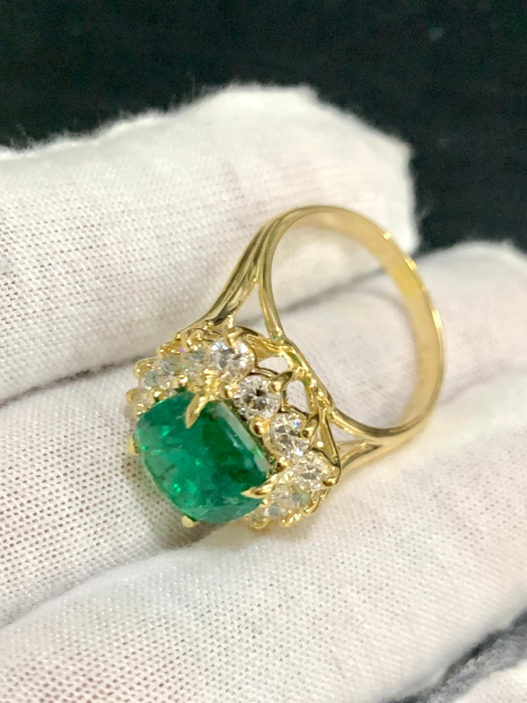 AGL Certified 4.2 Carat Cushion Cut Colombian Emerald & Diamond Ring 18K Y Gold For Sale 5