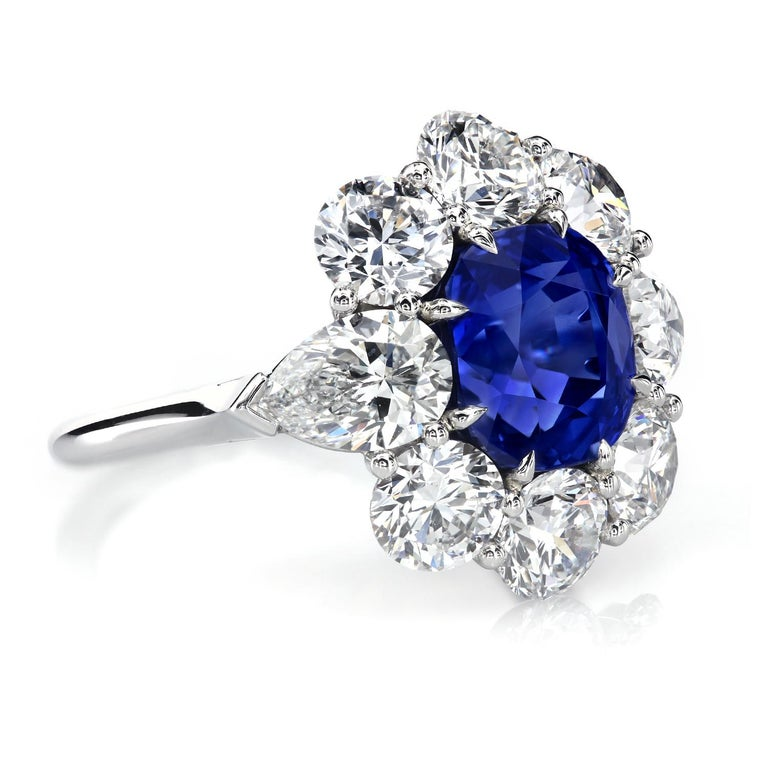 AGL Certified 4.90 Carat Unheated Kashmir Sapphire Diamond Cluster Platinum Ring In New Condition For Sale In New York, NY