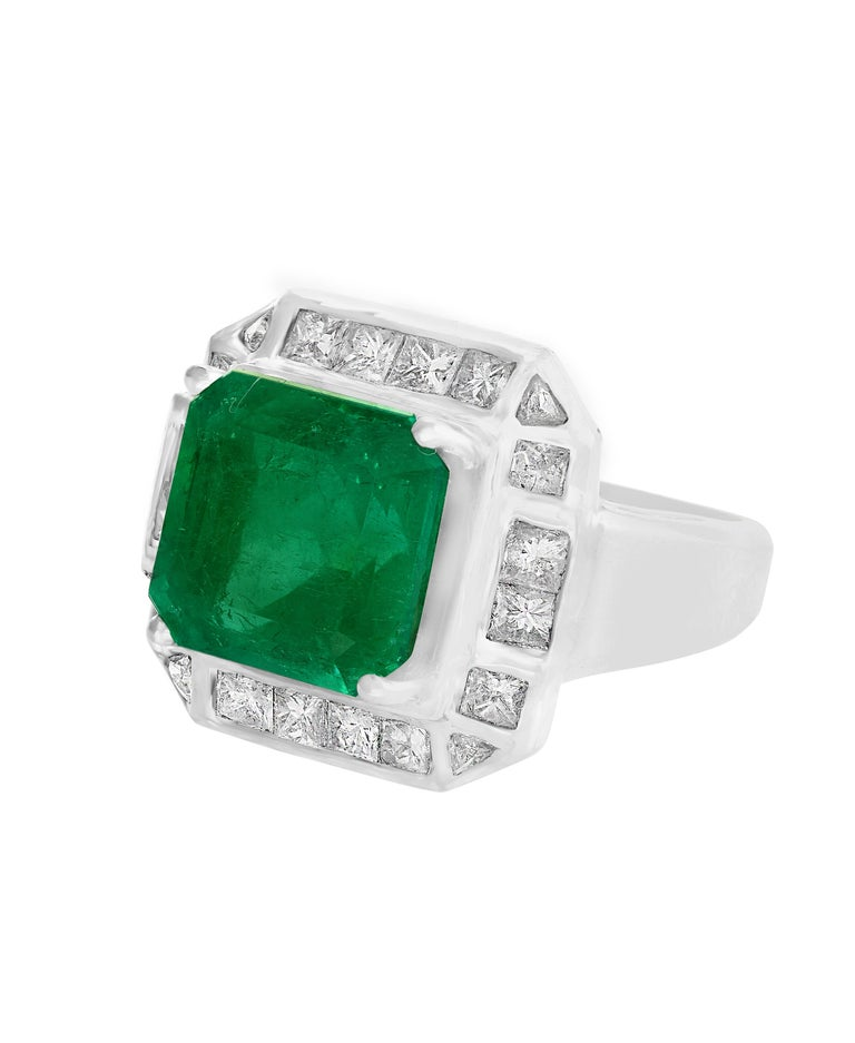 AGL Certified  Minor 9 Carat Emerald Cut Colombian Emerald and Diamond Ring  In Excellent Condition For Sale In Scarsdale, NY