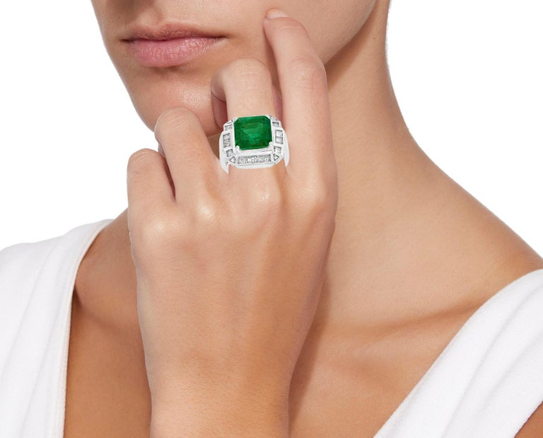 AGL Certified  Minor 9 Carat Emerald Cut Colombian Emerald and Diamond Ring  For Sale 1