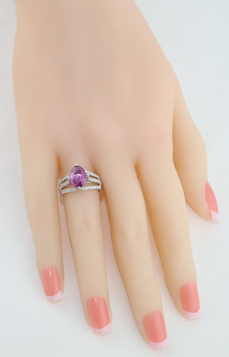 AGL Certified No Heat 2.86 Carat Oval Purple Pink Sapphire Diamond Gold Ring In New Condition For Sale In New York, NY