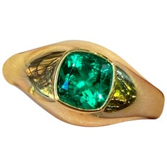 AGL Certified No Oil Colombian Emerald Cushion Cut Signet Ring in 18 Karat Gold