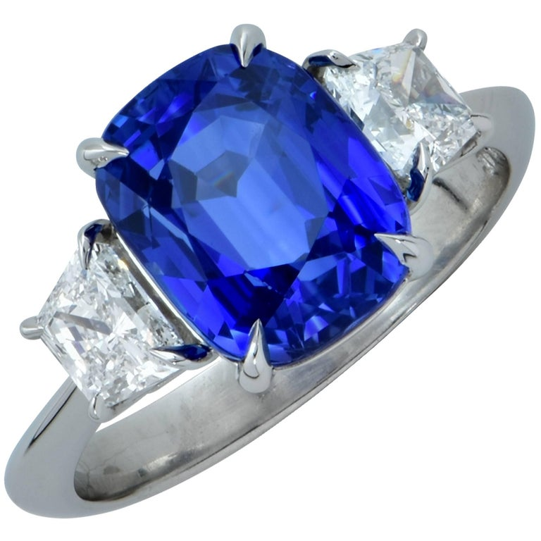 Vivid Diamonds AGL Graded 4.85 Carat Sapphire and Diamond Three-Stone Ring For Sale