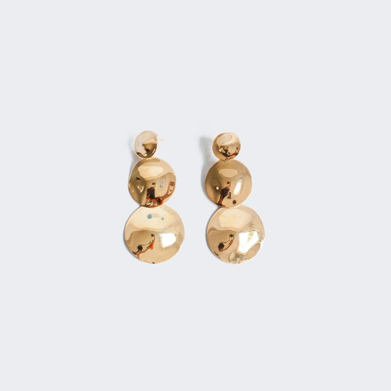 AGMES Gold Vermeil Long Layered Round Drop Earrings In New Condition For Sale In New York, NY
