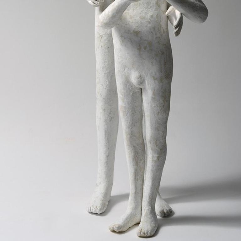 2 Frères (Younger Brother) - Gray Figurative Sculpture by Agnes Baillon