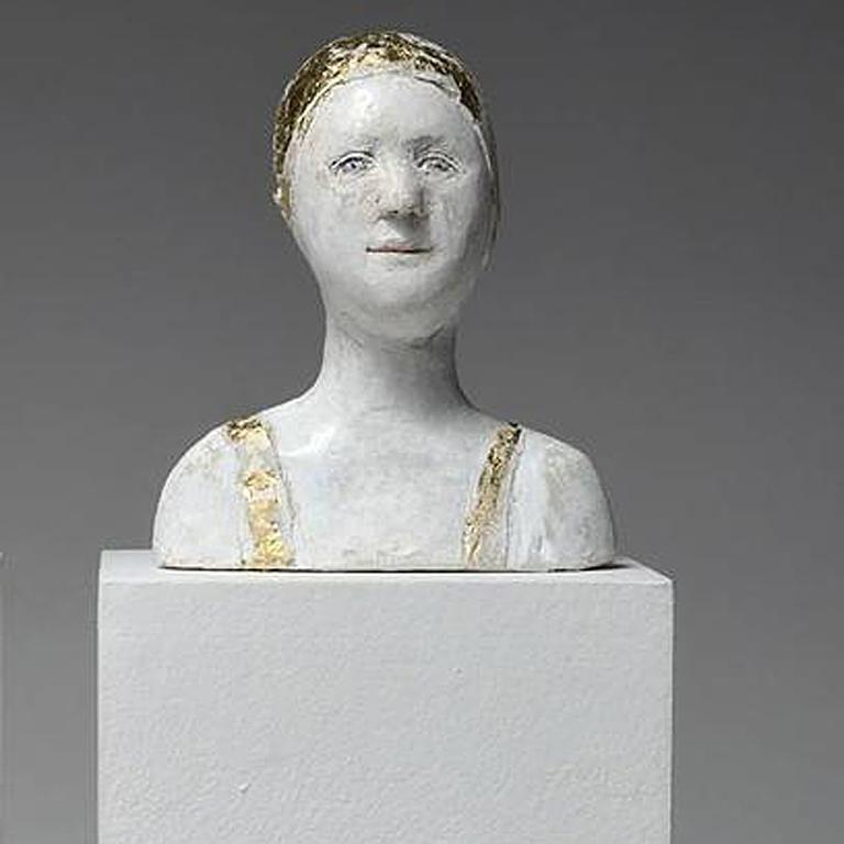 2 small portraits with gold and silver caps - Sculpture by Agnes Baillon