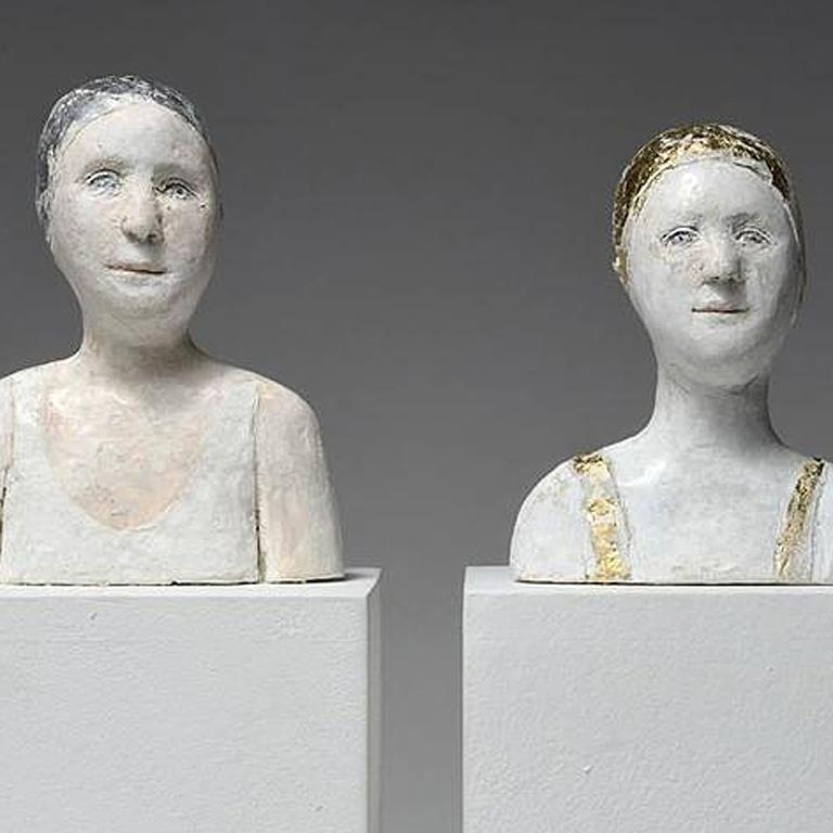 2 small portraits with gold and silver caps - Contemporary Sculpture by Agnes Baillon