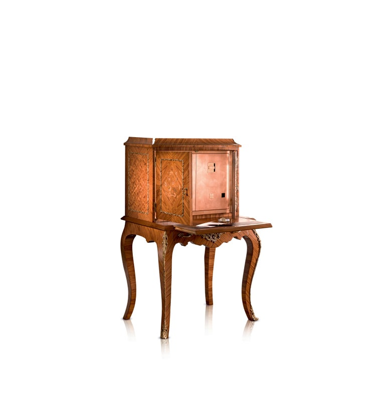 Writing desk in rose wood and maple. Louis XV replica, with bronze details. Pull out / pull-out shelf covered with leather. Contents safe with two doors in polished copper foil, 24-karat gold-plated brass accessories. Safes to be anchored to the