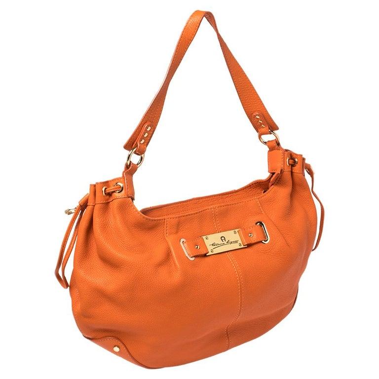 Aigner Orange Leather Logo Drawstring Hobo In Good Condition For Sale In Dubai, Al Qouz 2