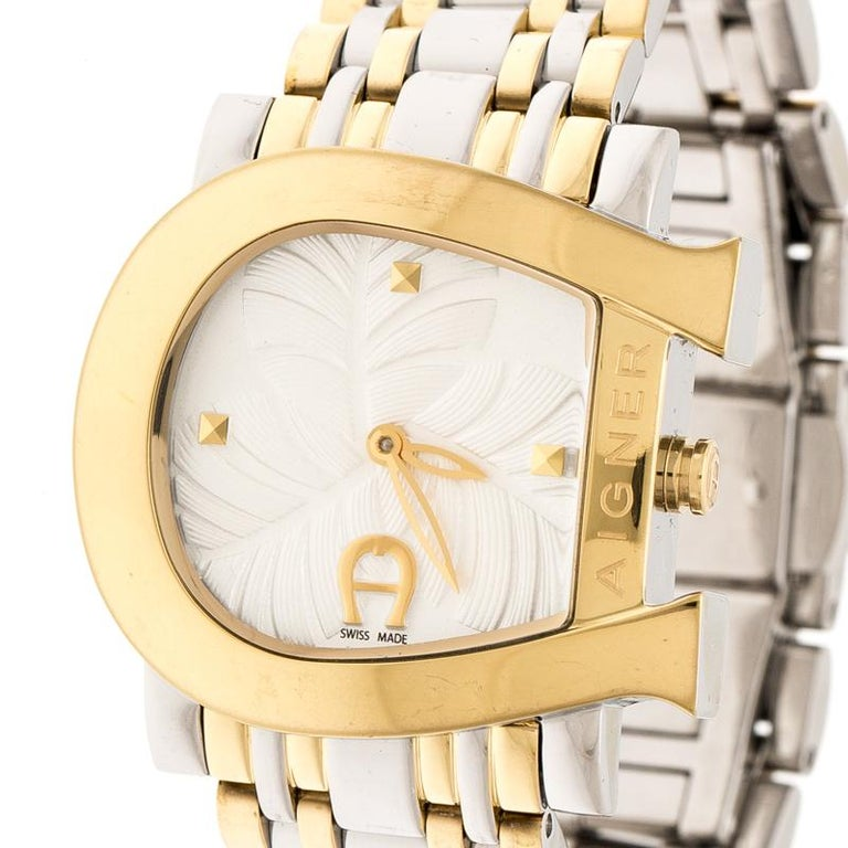 Aigner leaves us awestruck with this Genua Due wristwatch and makes a perfect gift for the lady of substance! The namesake brand is known for its richly-decorated dials. This 31 mm watch has a white dial detailed with carvings of leaves, two hands